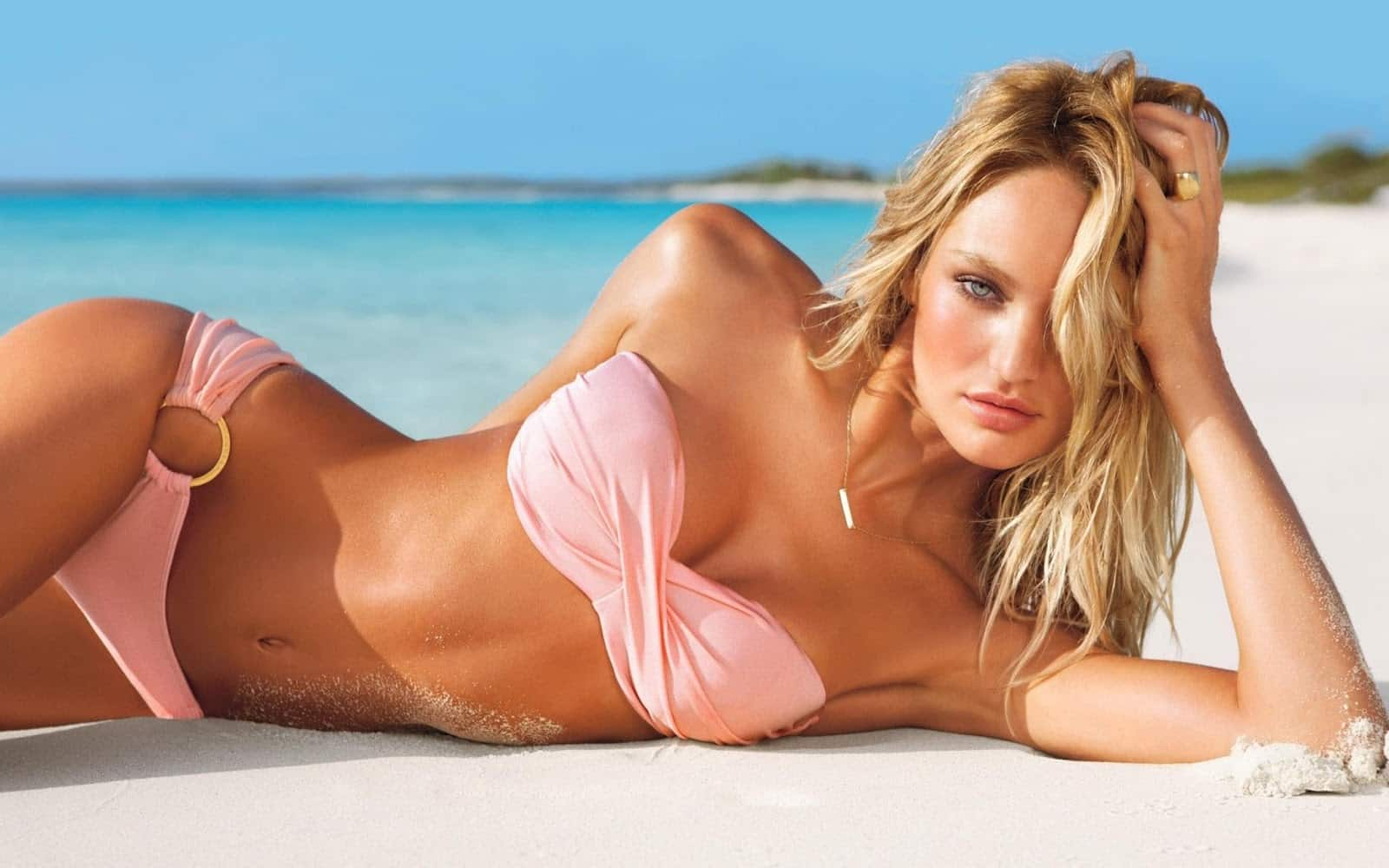 candice-swanepoel-model-beach-photo-widescreen-2560x1600